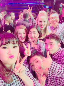 jenna-and-chloe-with-chinese-group